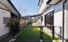 人工芝 パーゴラ風の屋根