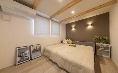 新築 照明 アクセントクロス 寝室