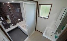 シンプル バスルーム