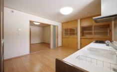 開放的なキッチン 食器棚