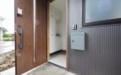 新築 玄関 シンプル